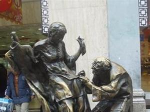看看步行街的那些雕塑