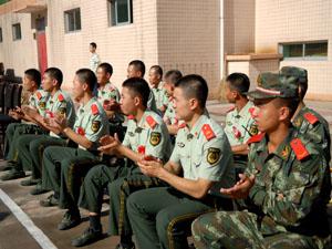 2013团县委、合阳在线网八一建军节慰问