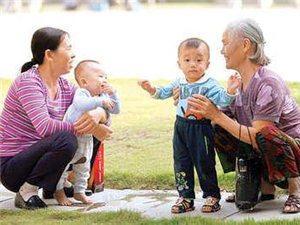 讨论讨论父母帮子女带孩子的话题