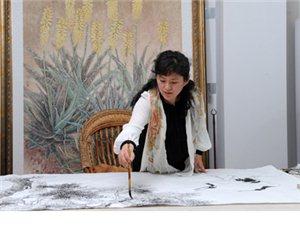 女青年书画家-―――张德娜