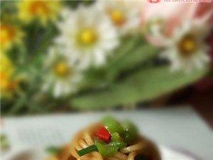 双椒鸡蛋炒面: 面条也是好吃滴,为家里的吃货学学吧