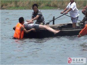 临泉县警民合力营救北大桥跳水女子