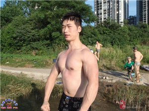 [原创]七月四日大冶泳友酷炫跳姿