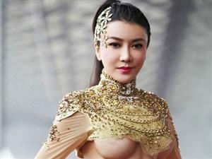 2013上海车展吸睛女王龚玥菲半裸秀32G豪乳