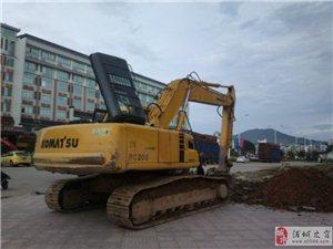 浦城桂都大酒店门口挖掘机挖到电缆。