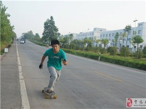 惠州小伙脚踩滑板7天行程700多公里游湖南九嶷山