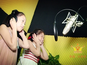 成长MV:两个小女孩