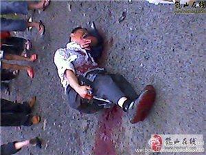 鹤山男子在开平当街被砍