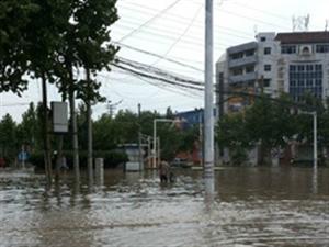 大雨中临清城