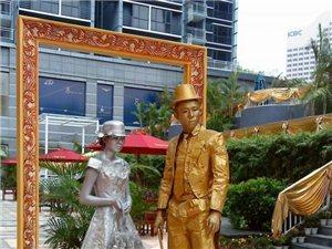 8月10到锦华广场去看会动的铜人!