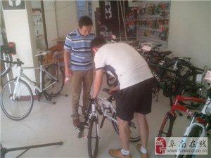 阜南骑行协会会长丁贺林前往阜南UCC专卖店指导工作