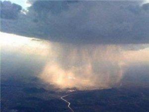 飞机上看下雨原来是这样子。