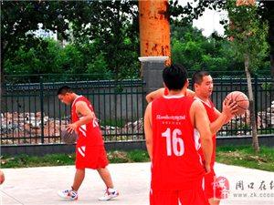 融辉城业主篮球爱好者齐聚融辉城一期南区篮球运动场