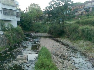 河流都干了,没水了