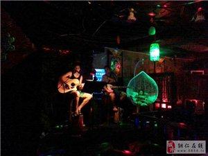 品红洒:过中国人的情人节――走进铜仁荷塘主题酒吧