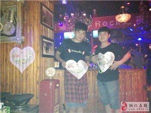 品红洒:过中国人的情人节――走进铜仁无座酒吧