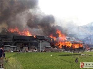 湖南省怀化市靖州苗族侗族发生特大火灾58户房屋被烧毁