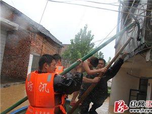 冲锋舟上的抗洪抢险救援行动