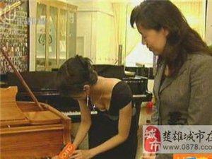 上海电视台女主持人过分暴露引观众不满(组图)