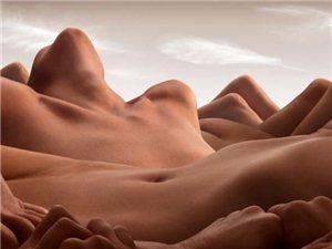 摄影师用裸体拍摄风景画!
