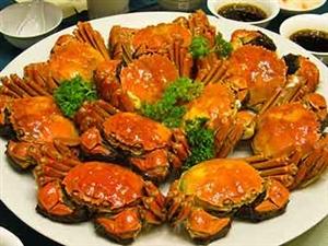 """吃螃蟹不可喝冷饮 生姜末大蒜汁可解""""蟹毒"""""""