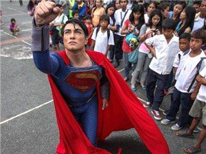 男子整容19次变超人模样