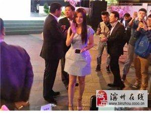 赵薇穿花苞短裙现身 露美腿力证瘦身成果