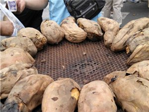 �d平美食――――――烤�t薯