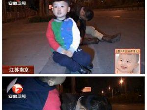 实拍2岁萌宝街边照顾醉酒爸爸