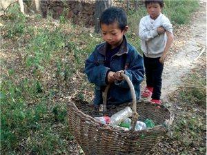 6岁娃捡废品为妹妹还学费,能顶半个家