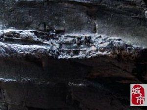 """岩石遗迹:""""蟒蛇出洞"""""""
