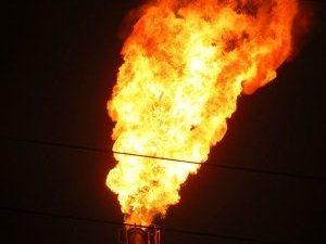 烟囱突冒大火吓坏市民