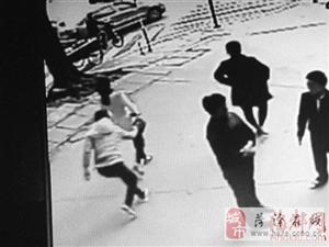 福州一男子背部被刺伤 因其喝止两小偷行窃
