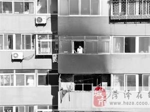 八旬独居老太身亡 高层居民楼起火