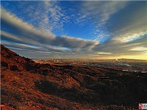 初冬的红山风云