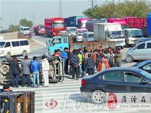郑州郑东交通事故频发     新区多?#25151;?#32418;绿灯不亮