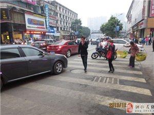 大十字路口是停车场?