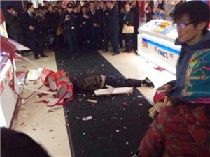 男子嫌女友购物贵商场跳楼身亡