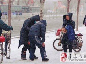 沈阳大爷雪中被撞:我有医保,你上班去吧