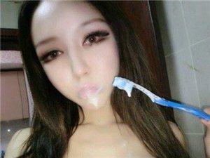 看看这个大学生妹纸刷牙刷得是如此的销魂