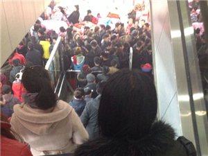 绥化华晨超市的人真是太多了,大润发怎么就干不过华晨呢?