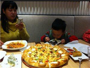 终于吃上必胜客比萨啦