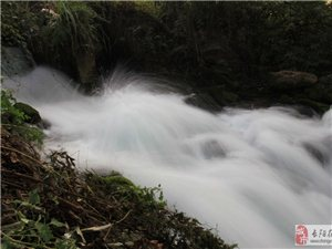 东流溪的瀑布