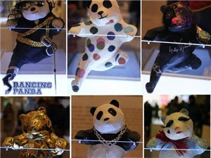 """成都""""土豪""""熊猫吸引众多市民围观"""