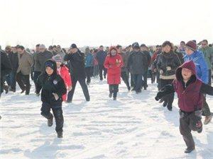 """新疆举办""""千人冰上徒步穿越博斯腾湖""""活动"""