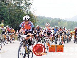 闽西日报:环冠豸山自行车大赛举行