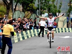 """中新网:环冠豸山自行车大赛在""""客家祖地""""福建连城举办"""
