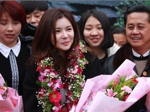 韩国明星张瑞希小姐现身长汀呼吁慈善敬老