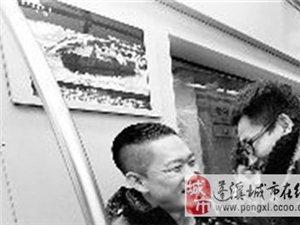 演员曹云金乘坐地铁赶往央视2014年春晚直播现场