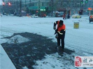 风雪中,最美环卫工人